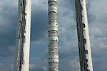 L'opera di Arnaldo Pomodoro in Largo Maroncelli. A Pomodoro's sculpture in Torino.