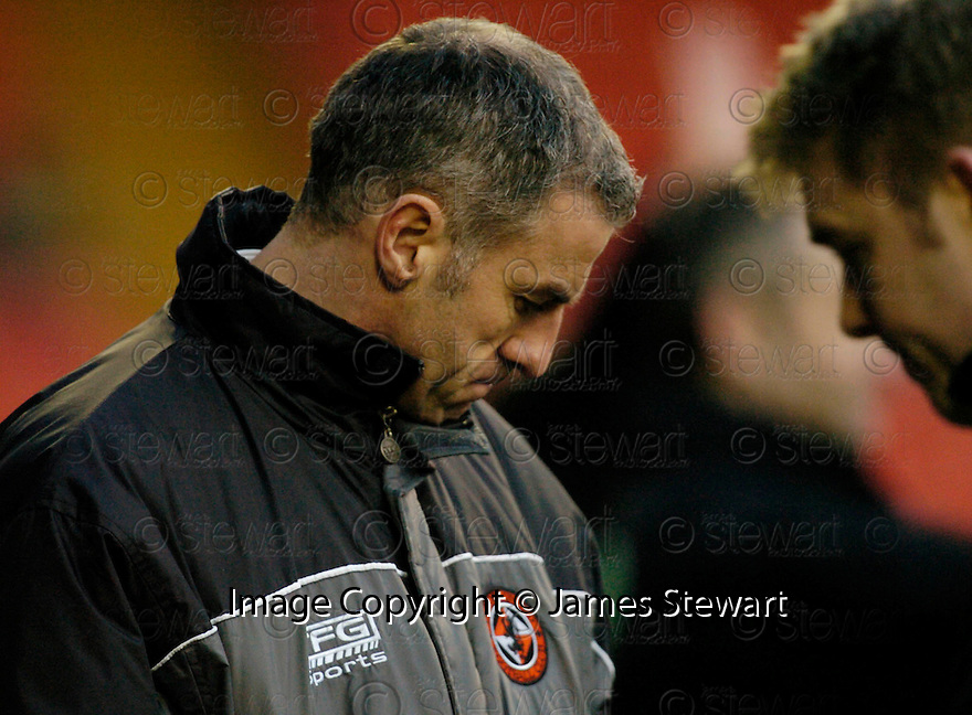 18/02/2006         Copyright Pic: James Stewart.File Name : sct_jspa23_dundee_utd_v_inverness.CRAIG BREWSTER WATCHES HIS SIDE GOING DOWN TO INVERNESS.Payments to :.James Stewart Photo Agency 19 Carronlea Drive, Falkirk. FK2 8DN      Vat Reg No. 607 6932 25.Office     : +44 (0)1324 570906     .Mobile   : +44 (0)7721 416997.Fax         : +44 (0)1324 570906.E-mail  :  jim@jspa.co.uk.If you require further information then contact Jim Stewart on any of the numbers above.........