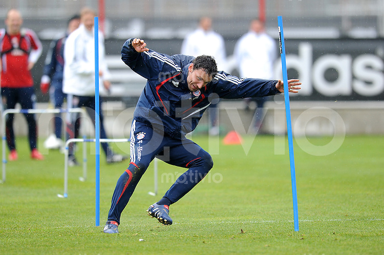 Fussball 1. Bundesliga:  Saison   2009/2010    Training beim FC Bayern Muenchen 14.04.2010 Mark van Bommel (FCB)