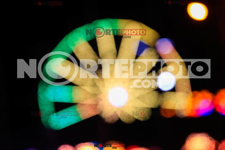 Luces en movimiento de Rueda de la Fortuna. Feria popular, juegos mec&aacute;nicos. <br /> (Foto: LuisGutierrez/NortePhoto.com)<br /> <br /> pclaves: Luces de noche, luces de la ciudad, rueda, circulo movimiento, girar, fondo de pantalla, colores, colores, arco iris , noche, luz, luces, foco, fuera de  foto, luces fuera de foco,  bokeh, luces con  bokeh, luces  bokeh, difuminado, gama, cama de colores, abanico de colores, diversidad, <br /> <br /> <br /> <br /> Lights in movement of the Wheel of Fortune. Popular fair, mechanical games.<br /> (Photo: LuisGutierrez / NortePhoto.com)<br /> <br /> pclaves: Night lights, city lights, wheel, circle movement, rotate, wallpaper, colors, colors, rainbow, night, light, lights, focus, out of photo, lights out of focus, bokeh, lights with bokeh, bokeh lights, blur, range, color bed, color fan, diversity,