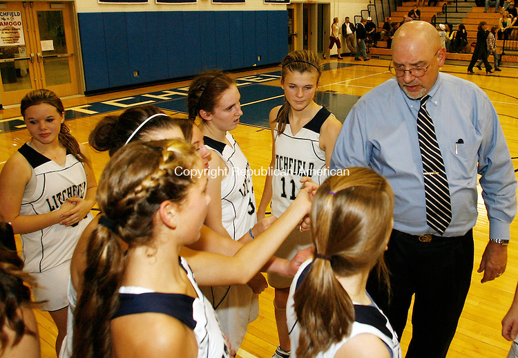Litchfield, CT-121008MK08  Litchfield's coach Joe Lefkowski gives last moment play tips at the end of half time during Berkshire League action at Litchfield High School Wednesday night.  Litchfield defeated Gilbert 61-33. Michael Kabelka / Republican-American