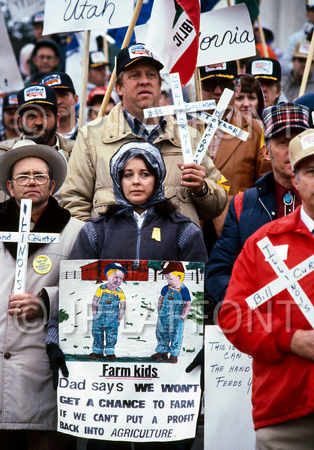 04 Mar 1985, Washington, DC, USA --- Farmers demonstrate in front of the Ministry of Agriculture, holding white crosses that represent the number of farms that went under during the crisis. --- Image by © JP Laffont