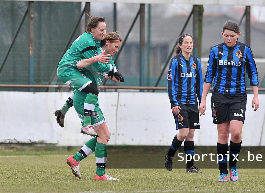 Club Brugge Dames - OHL Oud Heverlee Leuven : Ellen Charlier scoort de 0-2 voor Leuven en viert dit met de springende Charlotte Taelemans op haar rug.foto DAVID CATRY / Vrouwenteam.be