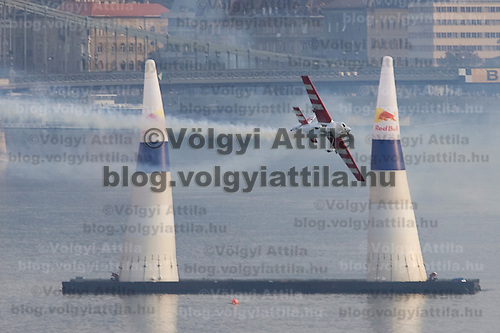 0708193979a Red Bull Air Race international air show qualifying runs over the river Danube, Budapest preceding the anniversary of Hungarian state foundation. Hungary. Sunday, 19. August 2007. ATTILA VOLGYI