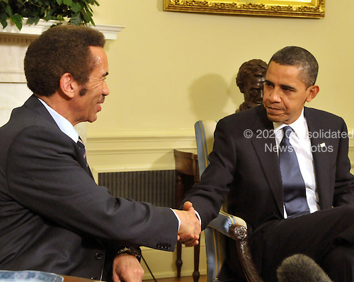 Washington, D.C. - November 5, 2009 -- United States President Barack Obama, right, shakes hands with President Ian Khama of Botswana, left, after their meeting in the Oval Office of the White House in Washington, D.C. on Thursday, November 5, 2009..Credit: Ron Sachs / Pool via CNP