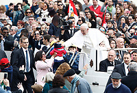 Papa Francesco accarezza un bambino al suo arrivo all'udienza generale del mercoledi' in Piazza San Pietro, Citta' del Vaticano, 22 marzo, 2017.<br /> Pope Francis caresses a child as he arrives for his weekly general audience in St. Peter's Square at the Vatican, on March 22, 2017.<br /> UPDATE IMAGES PRESS/Isabella Bonotto<br /> <br /> STRICTLY ONLY FOR EDITORIAL USE