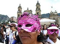 BOGOTA -COLOMBIA- 22 -11--2013. La Marcha por la Paz y la Democracia se cumplió por las calles de la ciudad de Bogotá y es una iniciativa del movimiento Mujeres por la Paz. ./  The March for the Peace and Democracy was made on the streets of Bogota and is an initiative of the Women for the Peace movement. (Photos: VizzorImage / Felipe Caicedol / Staff