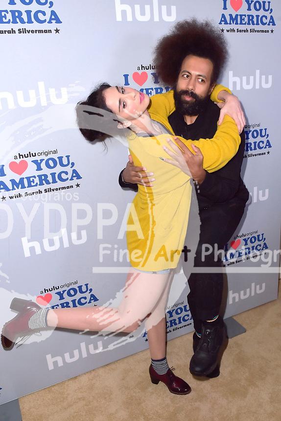 Sarah Silverman und Reggie Watts beim Fototermin zur Hulu TV-Serie 'I Love You, America' im Chateau Marmont Hotel. Los Angeles, 11.10.2017