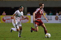 ATENÇÃO EDITOR FOTO EMBARGADA PARA VEÍCULOS INTERNACIONAIS - SAO PAULO, SP, 13 DE DEZEMBRO DE 2012 - TORNEIO INTERNACIONAL CIDADE DE SÃO PAULO - DINAMARCA x PORTUGAL: Sofie Junge (d) durante partida Dinamarca x Portugal, válido pelo Torneio Internacional Cidade de São Paulo de Futebol Feminino, realizado no estádio do Pacaembú em São PauloFOTO: LEVI BIANCO - BRAZIL PHOTO PRESS