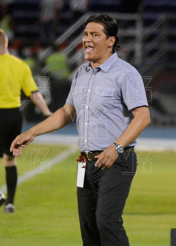 BARRANQUIILLA -COLOMBIA-02-11-2014. Flavio Torres técnico de Once Caldas reacciona durante partido con Atlético Junior por la fecha 17 de la Liga Postobón II 2014 jugado en el estadio Metropolitano Roberto Meléndez de la ciudad de Barranquilla./ Flavio Torres coach of Once Caldas reacts during match against Atletico Junior for the 17th date of the Postobon League II 2014 played at Metropolitano Roberto Melendez stadium in Barranquilla city.  Photo: VizzorImage/Alfonso Cervantes/STR