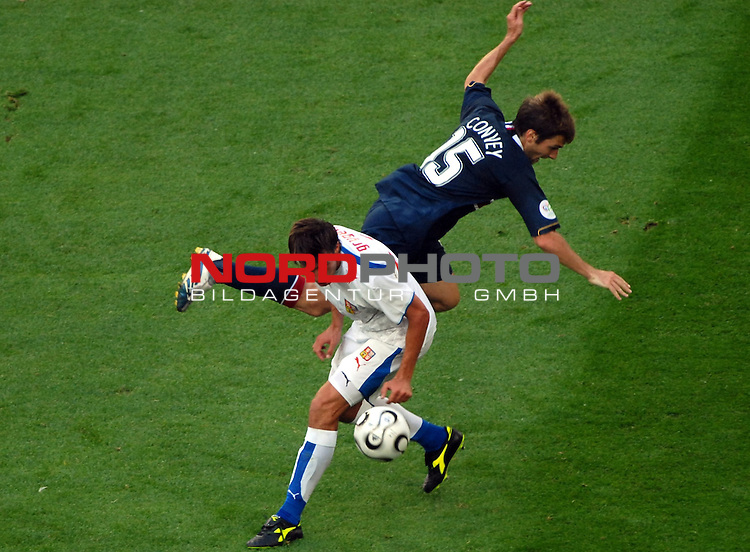 FIFA WM 2006 - Gruppe A Vorrunde ( Groupe E )<br /> Play  #10 (12-Jun) - United States - Czech Republic  0 : 3<br /> Karel Poborsky from  Czech Republic   in the tackle  to the Ball with Bobby Convey from United States .<br /> <br /> Foto &copy; nordphoto