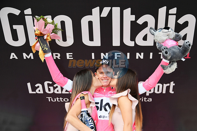 Chris Froome (GBR) Team Sky wins Stage 19 and goes into the race leaders Maglia Rosa of the 2018 Giro d'Italia, running 185km from Venaria Reale to Bardonecchia featuring the Cima Coppi of this Giro, the highest climb on the Colle delle Finestre with its gravel roads, before finishing on the final climb of the Jafferau, Italy. 25th May 2018.<br /> Picture: LaPresse/Gian Mattia D'Alberto | Cyclefile<br /> <br /> <br /> All photos usage must carry mandatory copyright credit (© Cyclefile | LaPresse/Gian Mattia D'Alberto)