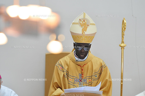 "Sendai, Miyagi, Japan, 2011 May 15th : Cardinal Robert Sarah, president of the Pontifical Council ""Cor Unum"" of the Curia, celebrates a mass at the Sendai-cathedral church in Miyagi prefecture, Japan, on May 15, 2011. (Photo by AFLO) [3620]"