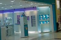 SAO PAULO,  18 DE JULHO DE 2012. PROIBIÇÃO DE VENDA DE CHIP. Loja da operadora de celulares Oi que foi proibida de vender novos chips. FOTO: ADRIANA SPACA. BRAZIL PHOTO PRESS