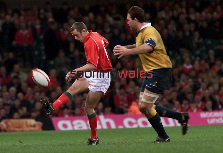 .Wales v Australia.Millennium Stadium.25.11.01.©Steve Pope.Sportingwales.com