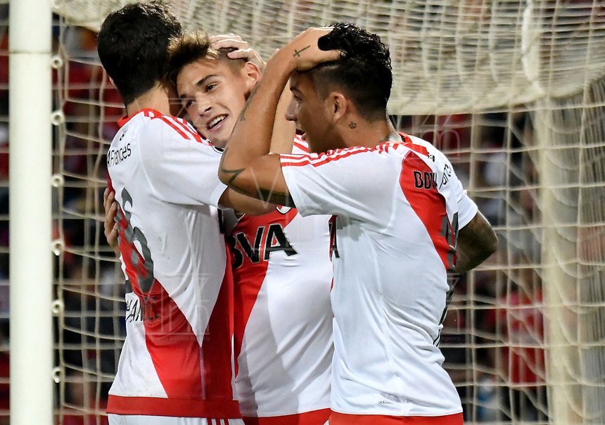 MEDELLIN – COLOMBIA: 15 – 03 - 2017: Lucas Martinez (C), jugador de River Plate, celebra el gol anotado a Deportivo Independiente Medellin, durante partido de la fase de grupos, grupo 3, fecha 1 entre Deportivo Independiente Medellin de Colombia y River Plate de Argentina por la Copa Conmebol Libertadores Bridgestone 2017 en el Estadio Atanasio Girardot, de la ciudad de Medellin. / Lucas Alario (C), player River Plate, celebrates the goal scored to Deportivo Independiente Medellin, during a match for the group stage, group 3 of the date 1, between Deportivo Independiente Medellin of Colombia and River Plate of Argentina for the Conmebol Libertadores Bridgestone Cup 2017, at the Atanasio Girardot, Stadium, in Medellin city. Photos: VizzorImage / Luis Ramirez / Staff.