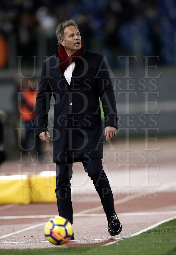 Calcio, Serie A: Roma, stadio Olimpico, 11 dicembre 2017.<br /> Torino's coach Sinisa Mihajlovic speaks to his players during the Italian Serie A football match between Lazio and Torino at Rome's Olympic stadium, December 11, 2017.<br /> UPDATE IMAGES PRESS/Isabella Bonotto