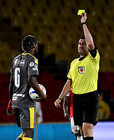 BOGOTA - COLOMBIA - 27 - 03 - 2018: Ricardo Garcia (Der.), arbitro, muestra tarjeta amarilla a Didier Moreno (Izq.), jugador de Deportivo Independiente Medellin, durante partido de la fecha 11 entre Independiente Santa Fe y Deportivo Independiente Medellin, por la Liga Aguila I 2018, en el estadio Nemesio Camacho El Campin de la ciudad de Bogota. / Ricardo Garcia (R), referee, shows yellow card to Didier Moreno (L) player of Deportivo Independiente Medellin,  during a match of the 11th date between Independiente Santa Fe and Deportivo Independiente Medellin, for the Liga Aguila I 2018 at the Nemesio Camacho El Campin Stadium in Bogota city, Photo: VizzorImage / Luis Ramirez / Staff.
