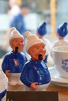 Hamburg-Souvenirs in der Hanseplatte, Neuer Kamp 32, Hamburg, Deutschland, Europa<br /> Souvenirs in shop Hanseplatte, Neuer Kamp 32, Hamburg, Germany, Europe
