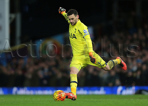 02.03.2016. Boleyn Ground, London, England. Barclays Premier League. West Ham versus Tottenham Hotspur. Tottenham Hotspur Goalkeeper Hugo Lloris takes a goal kick