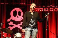"""Comedian Mirja Boes bei ihrem Auftritt im Buergerhaus Moerfelden-Walldorf mit """"Fuer Geld tun wir Alles"""""""