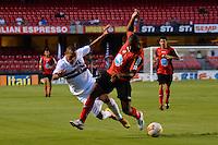 SÃO PAULO, SP, 16 DE FEVEREIRO DE 2013 - CAMPEONATO PAULISTA - SÃO PAULO x ITUANO: Luis Fabiano (e) durante partida São Paulo x Ituano, válida pela 8ª rodada do Campeonato Paulista de 2013, disputada no estádio do Morumbi em São Paulo. FOTO: LEVI BIANCO - BRAZIL PHOTO PRESS.