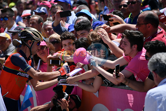 Vincenzo Nibali (ITA) Bahrain-Merida signs autographs for fans on before the start of Stage 9 of the 100th edition of the Giro d'Italia 2017, running 149km from Montenero di Bisaccia to Blockhaus, Italy. 14th May 2017.<br /> Picture: LaPresse/Gian Mattia D'Alberto | Cyclefile<br /> <br /> <br /> All photos usage must carry mandatory copyright credit (&copy; Cyclefile | LaPresse/Gian Mattia D'Alberto)