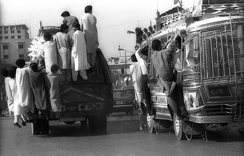 Karachi, Pakistan, October 13, 1996. (photo by Pico van Houtryve)