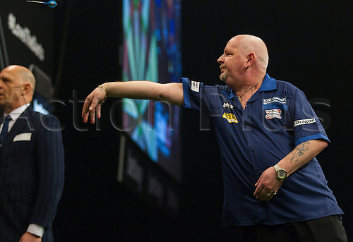 31.03.2016. The Motorpoint Arena, Cardiff.  Betway PDC Premier League Darts Judgement Night. Robert Thornton in action against Adrian Lewis