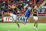Solna 2015-08-31 Fotboll Damallsvenskan AIK - Eskilstuna United :  <br /> Eskilstunas Gaelle Enganamouit i duell med AIK:s f&ouml;rsvar under matchen mellan AIK och Eskilstuna United <br /> (Foto: Kenta J&ouml;nsson) Nyckelord:  Damallsvenskan Allsvenskan Dam Damer Damfotboll Skytteholm Skytteholms IP AIK Gnaget Eskilstuna United