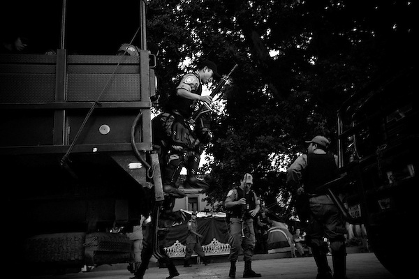 Monday November 27th, Oaxaca, Mexico.&#xA;As the civil conflict in the city of Oaxaca continues, thousands of PFP, federal military police, have been stationed in the city and have waging an ongoing battle with protesters from the APPO and other leftist political groups.<br />