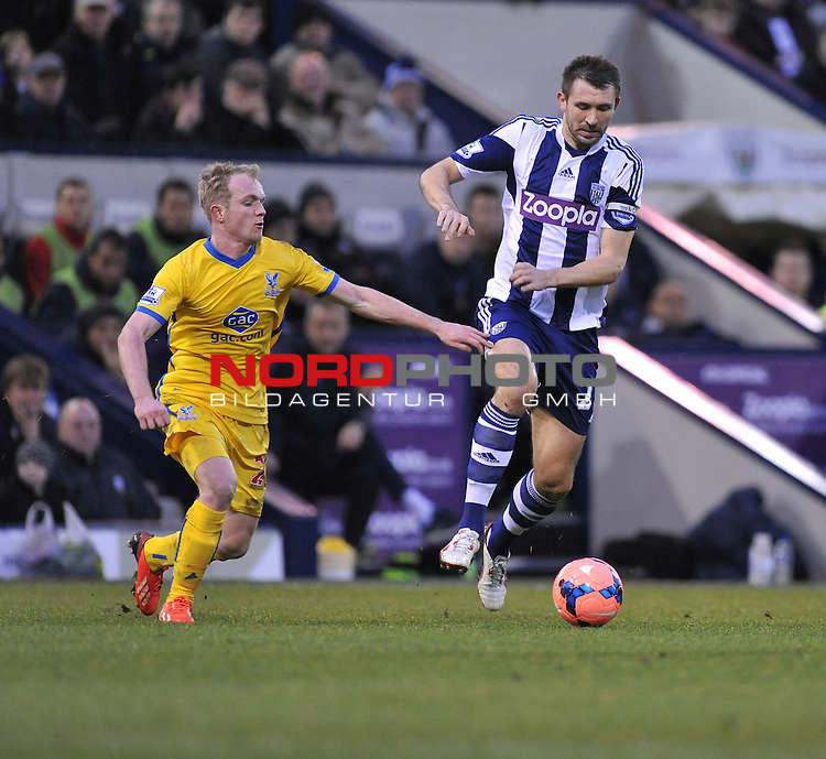 West Bromwich Albion's Gareth McAuley looks to pass the ball under pressure from Crystal Palace's Jonathan Willams -  04/01/2014 - SPORT - FOOTBALL - West Bromwich - The Hawthorns - West Brom v Crystal Palace - FA Cup - Third Round<br /> Foto nph / Meredith<br /> <br /> ***** OUT OF UK *****