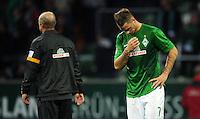 FUSSBALL   1. BUNDESLIGA   SAISON 2012/2013   4. SPIELTAG SV Werder Bremen - VfB Stuttgart                         23.09.2012        Trainer Thomas Schaaf (li) und Marko Arnautovic (re, beide SV Werder Bremen) sind nach dem Abpfiff enttaeuscht