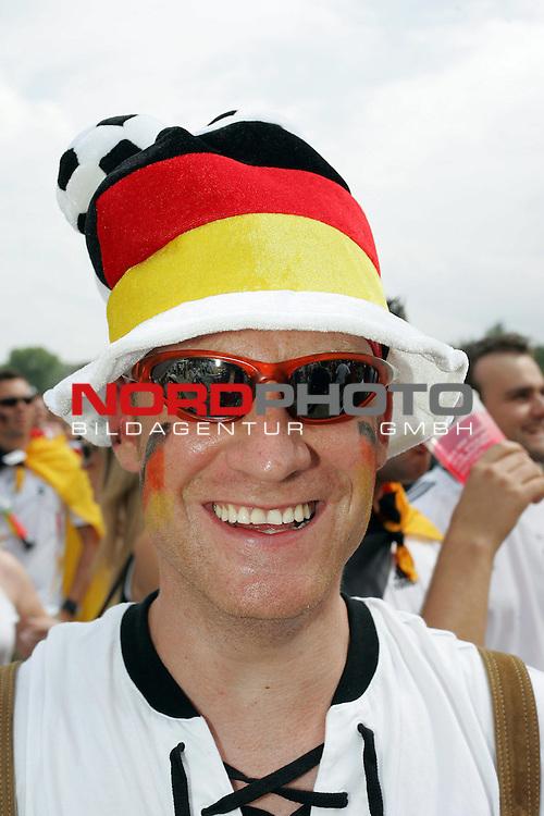 FIFA WM 2006 -  Fan Fest Nuernberg<br /> <br /> Volksfestplatz (ca. 25 000 Zuschauer)<br /> <br /> <br /> <br /> Deutschland - Ecuador<br /> <br /> <br /> <br /> Florian Hatib 22<br /> <br /> <br /> <br /> Foto: nordphoto