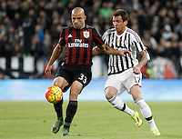 Calcio, Serie A: Juventus vs Milan. Torino, Juventus Stadium, 21 novembre 2015. <br /> AC Milan&rsquo;s Alex, left, is challenged by Juventus&rsquo; Mario Mandzukic during the Italian Serie A football match between Juventus and AC Milan at Turin's Juventus stadium, 21 November 2015. Juventus won 1-0.<br /> UPDATE IMAGES PRESS/Isabella Bonotto