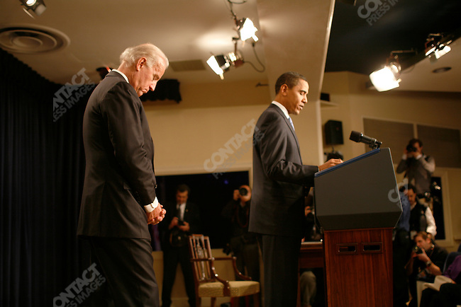 President Barack Obama with Vice-President Joe Biden meets with senior staff to explain new transparency and lobbying rules. Biden then swore in the staff. Executive Office Building, Washington D.C., January 21, 2009