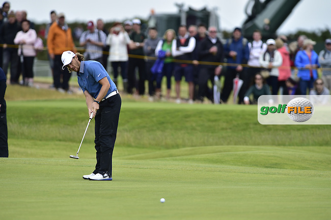Tommy FLEETWOOD (ENG) putts on the 6th green during Friday's Round 2 of the 144th Open Championship, St Andrews Old Course, St Andrews, Fife, Scotland. 17/07/2015.<br /> Picture Eoin Clarke, www.golffile.ie