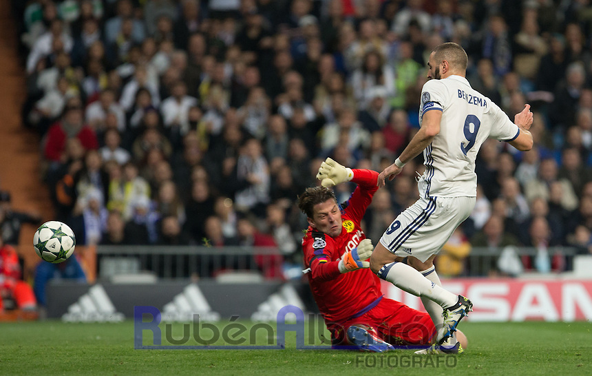 Real Madrid's French forward Karim Benzema scoring a goal during the UEFA Champions League match between Real Madrid and Borussia Dortmund at the Santiago Bernabeu Stadium in Madrid, Tuesday, December 7, 2016.