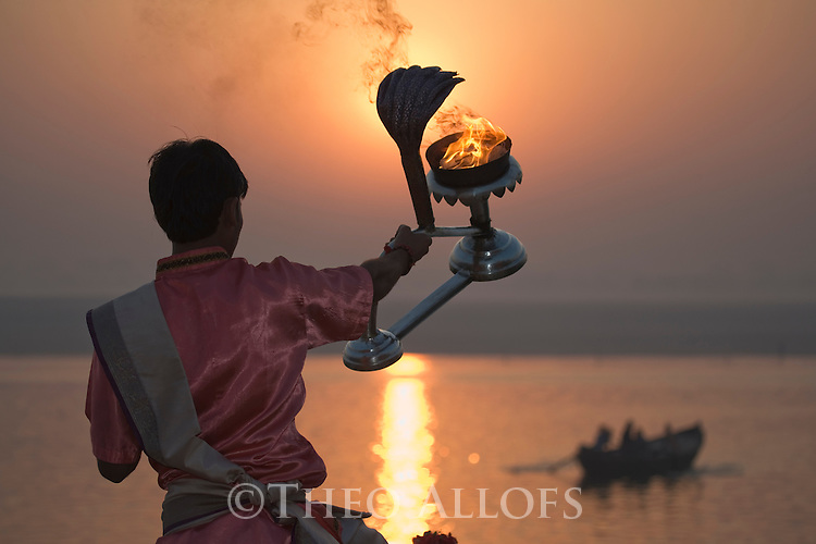 Early morning ceremony of Hindi priest at the Ganges River;  Varanasi has been a cultural and religious center in northern India for several thousand years, Varanasi, Uttar Pradesh, India