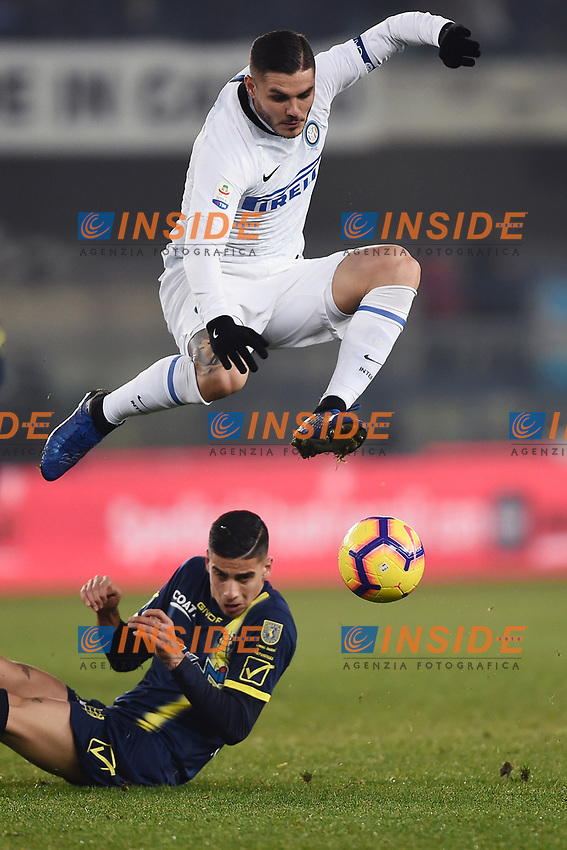 Mauro Icardi of Internazionale and Fabio Depaoli of Chievo Verona compete for the ball during the Serie A 2018/2019 football match between Chievo Verona and Inter at stadio Bentegodi, Verona, December 22, 2018 <br />  Foto Daniele Buffa / Image Sport / Insidefoto