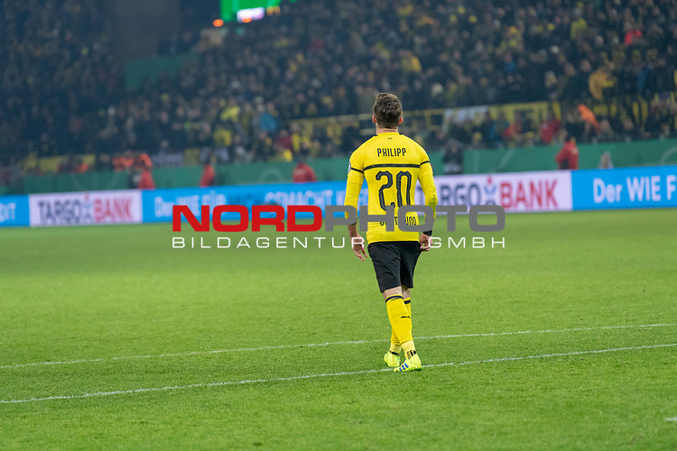 05.02.2019, Signal Iduna Park, Dortmund, GER, DFB-Pokal, Achtelfinale, Borussia Dortmund vs Werder Bremen<br /> <br /> DFB REGULATIONS PROHIBIT ANY USE OF PHOTOGRAPHS AS IMAGE SEQUENCES AND/OR QUASI-VIDEO.<br /> <br /> im Bild / picture shows<br /> Maximilian Philipp<br /> enttäuscht / enttaeuscht / traurig <br /> <br /> Foto © nordphoto / Ewert