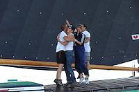 SKUTSJESILEN: LEMMER: Lemster baai, IJsselmeer, 09-08-2012, SKS skûtsjesilen, wedstrijd Lemmer II, De Sneker Pan, skûtsje Sneek heeft aan de 2e plaats voldoende om SKS kampioen 2012 te worden, vreugde bij de Sneker bemanning, Wesley de Boer (zwaardenman), Hessel Visser (zwaardenman), Dinie Visser (peiler), Olphert van der Pol (voordek), ©foto Martin de Jong