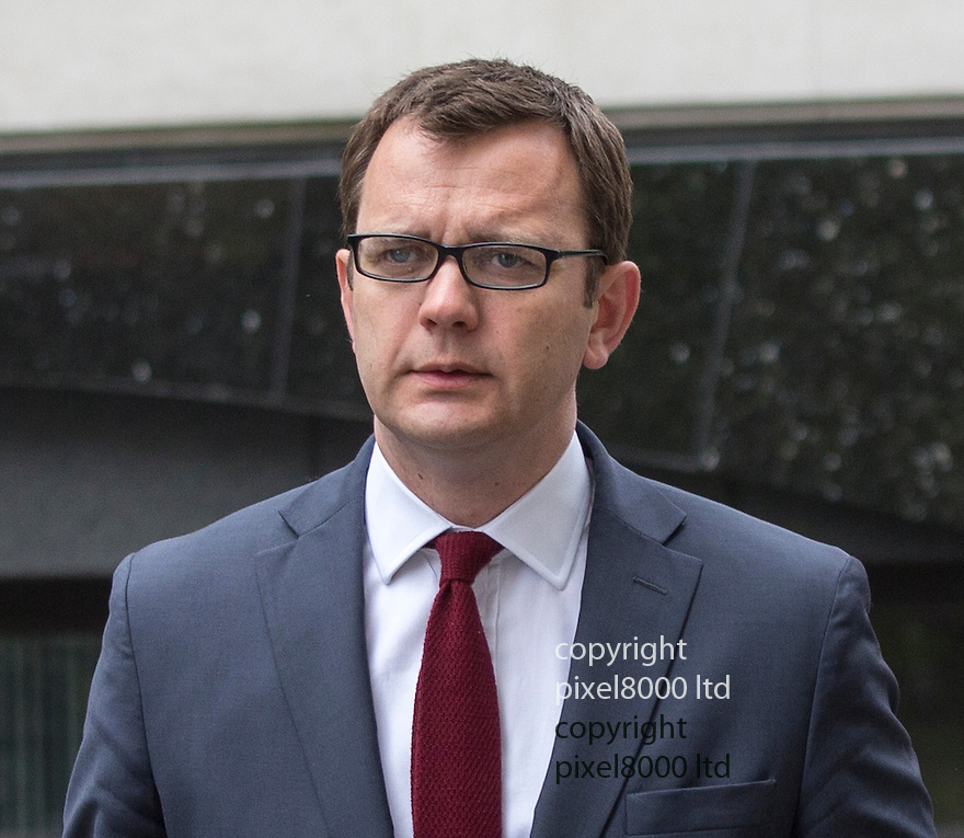 Hacking trial Old Bailey<br /> Former NOTW editor Andy Coulson arrived with his trusty wife Eloise at his side.<br /> <br /> <br /> <br /> <br /> Pic by Gavin Rodgers/Pixel 8000 Ltd 29.4.14