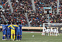 General view, JANUARY 9, 2012 - Football / Soccer : Ichiritsu Funabashi and Yokkaichi Chuo Kogyo players make each circle before the second half of extra time during the 90th All Japan High School Soccer Tournament final match between Ichiritsu Funabashi 2-1 Yokkaichi Chuo Kogyo at National Stadium in Tokyo, Japan. (Photo by Hiroyuki Sato/AFLO)