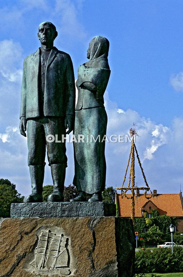 Estátua de casal em Karlshamn, Suécia. 1996. Foto de Adriano Gambarini.