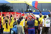 Hinchas saludan a los jugadores de la Selecci&oacute;n Colombia a su llegada para el partido de eliminatorias para el Mundial de F&uacute;tbol 2018 en el Estadio Metropolitano Roberto Melendez de Barranquilla el 17 de novimbre de 2015.<br /> <br /> Foto: Archivolatino<br /> <br /> COPYRIGHT: Archivolatino<br /> Prohibido su uso sin autorizaci&oacute;n.
