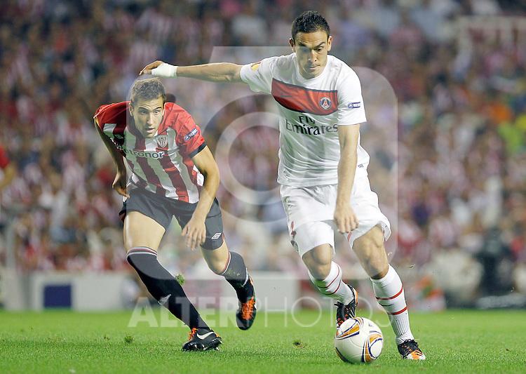 Athletic de Bilbao's Borja Ekiza (l) and Paris Saint-Germain's Mevlut Erdinc during Europa League match.September 29,2011. (ALTERPHOTOS/Acero)