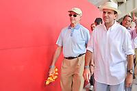 RIO DE JANEIRO, RJ, 12 DE FEVEREIRO DE 2012 - CARNAVAL RIO 2012 - O Prefeito Eduardo Paes (E) e o presidente do Comitê Organizador dos Jogos Olímpicos, Carlos Arthur Nuzman(E), na abertura oficial do novo Sambódromo do Rio, que também será utilizado nos Jogos Olímpicos, e que após reformas recebeu o traçado original projetado por Oscar Niemeyer há quase 30 anos. <br /> FOTO GLAICON EMRICH - NEWS FREE.(D) e o presidente do Comitê Organizador dos Jogos Olímpicos, Carlos Arthur Nuzman(D), na abertura oficial do novo Sambódromo do Rio, que também será utilizado nos Jogos Olímpicos, e que após reformas recebeu o traçado original projetado por Oscar Niemeyer há quase 30 anos. <br /> FOTO GLAICON EMRICH - NEWS FREE.