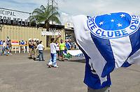 VARGINHA, MG, 17 DE MARCO DE 2013 - CAMPEONATO MINEIRO 2013 - BOA ESPORTE x CRUZEIRO - Torcedores do Cruzeiro chegam ao estadio Melao em Varginha para o jogo entre Boa Esporte x Cruzeiro, valido pela 6 rodada do Campeonato Mineiro 2013. FOTO: DOUGLAS MAGNO/BRAZIL PHOTO PRESS.