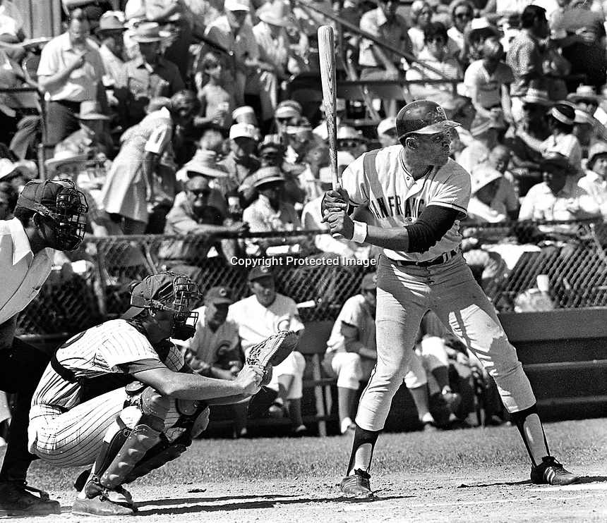 Giants slugger Willie Mays against the Cubs ..(1972 photo/Ron Riesterer)